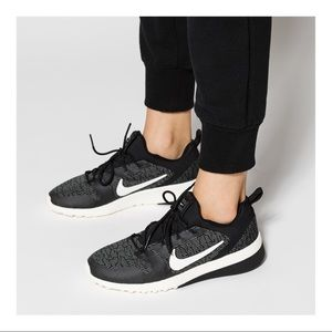Nike Womens Ck Racer Black Running Shoes Size 5